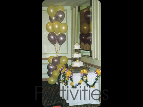 Cake table decorated with lilac and yellow balloons