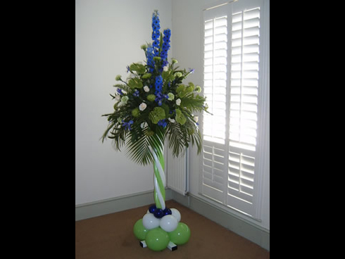 flower arrangement balloon pedestal